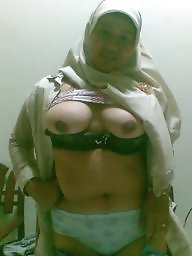 Arab, Flashing, Arab milf, Flash, Arabic, Amateur milf
