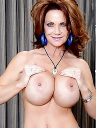 Deauxma, Mature boobs