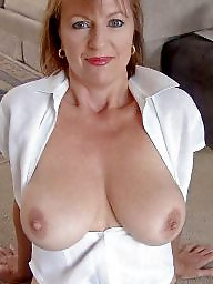 Mature flashing, Mature tits