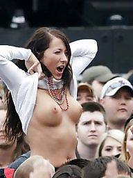Public tits, Tits public, Public tit