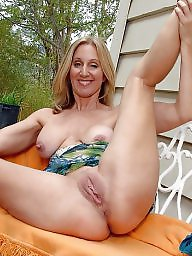 Mature legs, Amateur mom, Spreading, Spread, Amateur spreading, Mature amateur