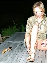 Milf upskirt, Milf flashing