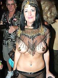 Public, Tits