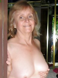 V point, Points, Pointed, Point nipple, Nipples matures, Nipples mature
