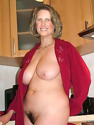 mature-curvy-amateur-played-with-shaved-ned
