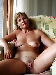 Love mature pussy