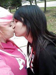 Bacio bambine lesbiche, Baci, Baci lesbiche