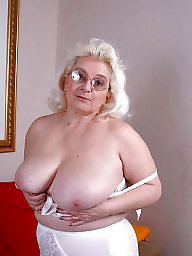 Grannie hairy, Grannie blowjob